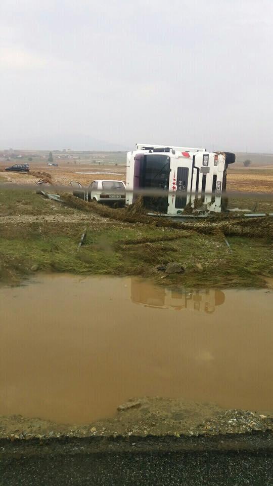 Тимови на Црвен крст во поплавените подрачја