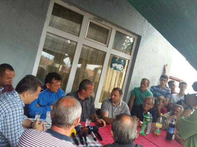 Груевски на терен во Страчинци, жителите задоволни: Тоа што го ветивте се исполни