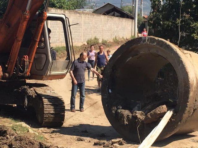 Трајановски на терен: Се санира каналот во Сингелиќ (ФОТО)