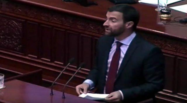 ВИДЕО: Како Димовски држи лекција по демократија