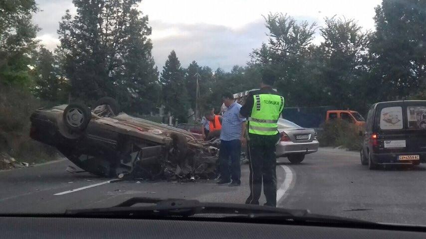 Тешка сообраќајка на патот Гостивар-Кичево, двајца повредени   (ФОТО)