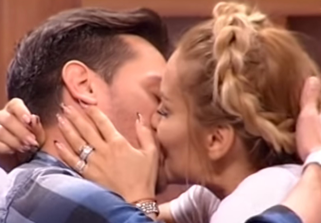ВИДЕО: Секси рекорд: Гоца Тржан 60 секунди се бакнувала со сопругот во емисија во живо