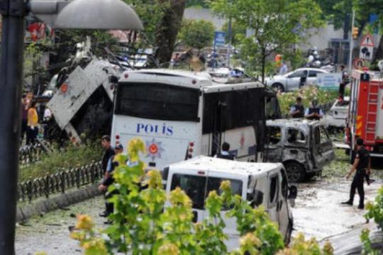 Патник нападнал возач на автобус, 11 лица повредени