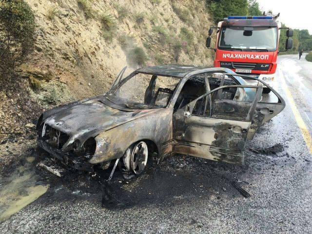 ФОТО: Автомобил изгоре на Стража