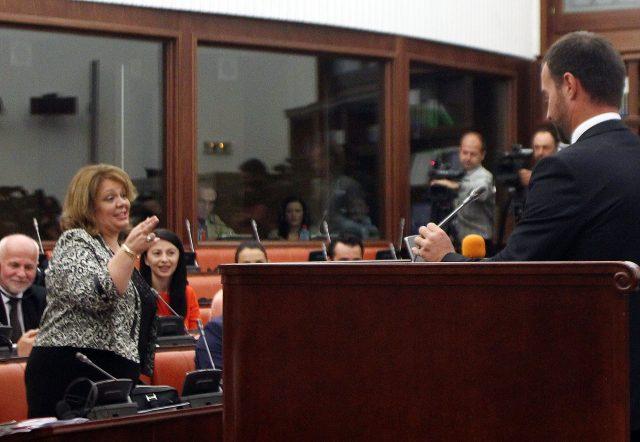 Катица Јанева одбива да одговори на прашањата од пратениците (ВИДЕО)