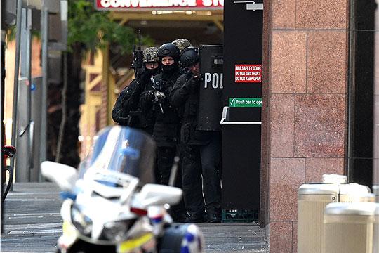 Сиднеј: Напаѓач со нож обвинет за тероризам