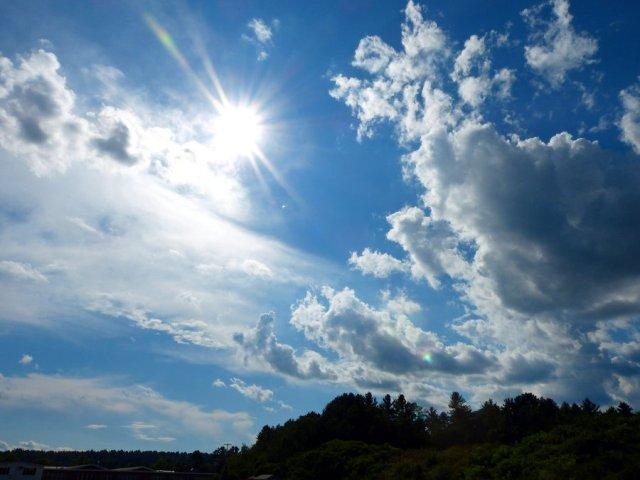 Сончево и топло време денеска, од утре поројни дождови