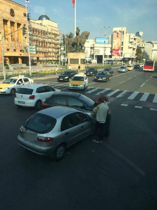 Сообраќајка кај Градска болница  (ФОТО)