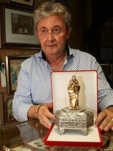 Табакера за папата – подарок од внукот на Мајка Teреза