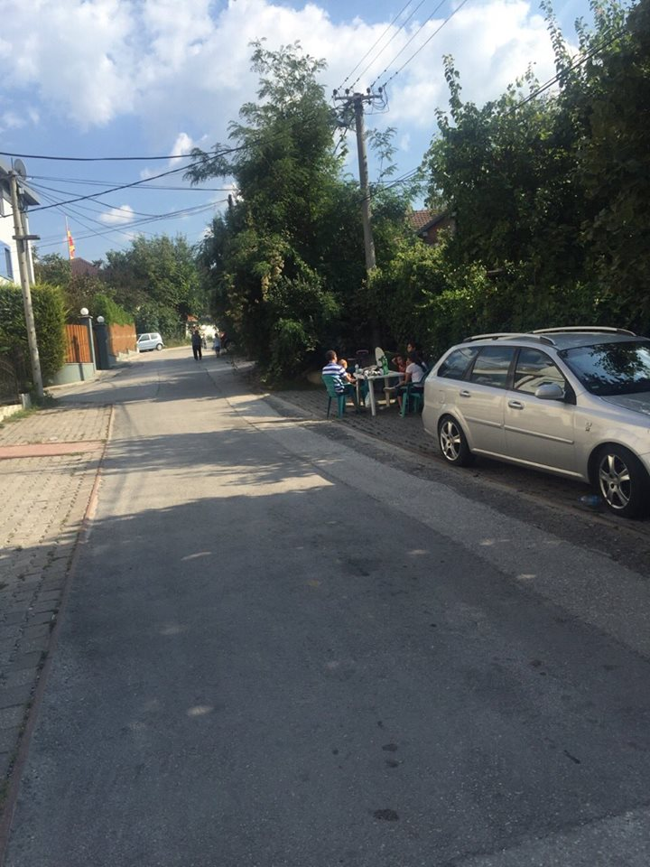 Скопјани по серијата земјотреси под отворено небо  (ФОТО)