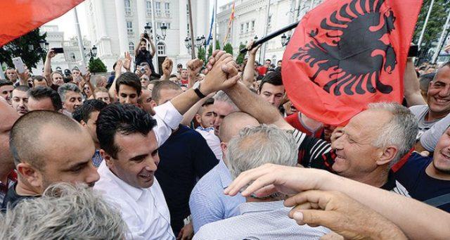"""АНАЛИТИЧАРИ: """"Планот за живот"""" на Заев во полза на планот за """"Голема Албанија"""""""