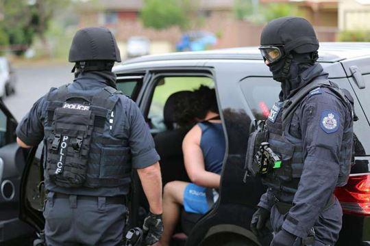 Двајца осомничени тинејџери уапсени за тероризам