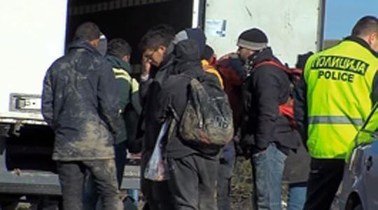 АРМ спречи криумчарење на 11 мигранти во Македонија