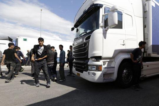 Нема крај на приливот на нови бегалци и мигранти во Грција