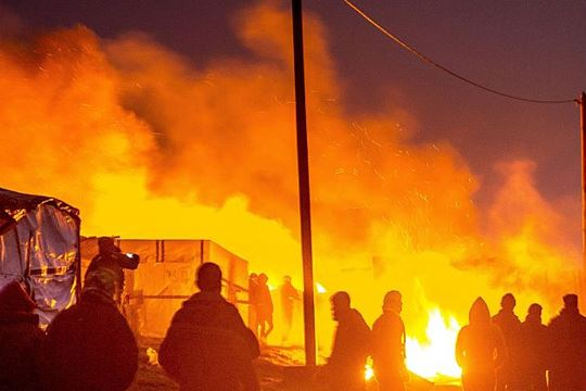 Продолжува уривањето на кампот во Кале