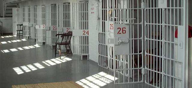 Повредени 20 затвореници и два чувари во затвор во САД