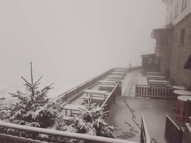На Попова Шапка падна снег