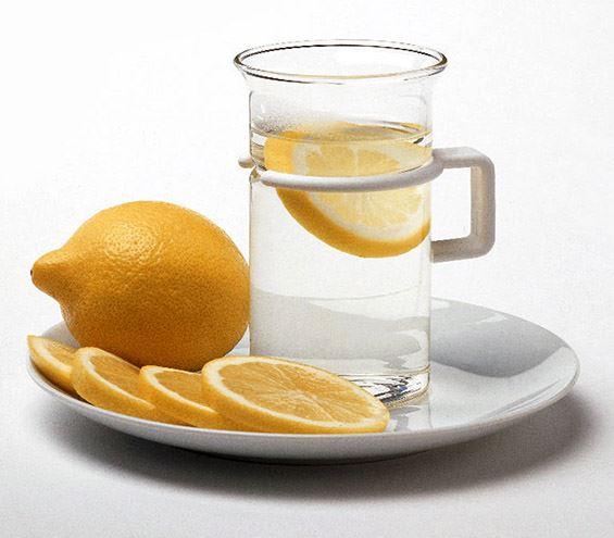 Зошто наутро треба да се пие топла вода со лимон?