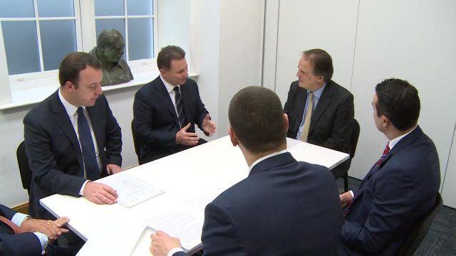 Владејачката конзервативна партија на Велика Британија со подршка на ВМРО-ДПМНЕ