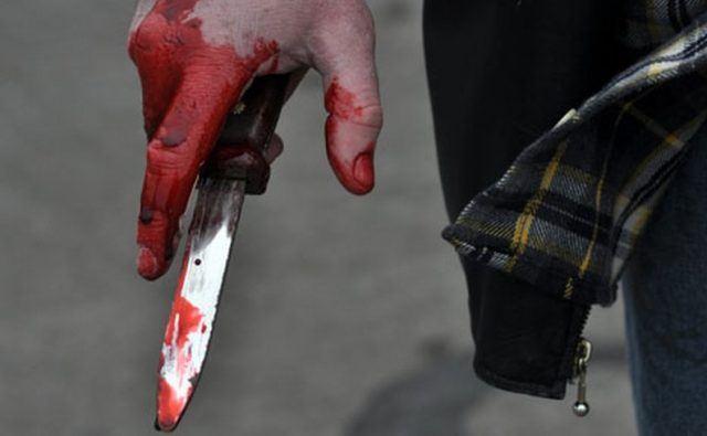 Сакал со нож да ја убеди поранешната девојка да му се врати