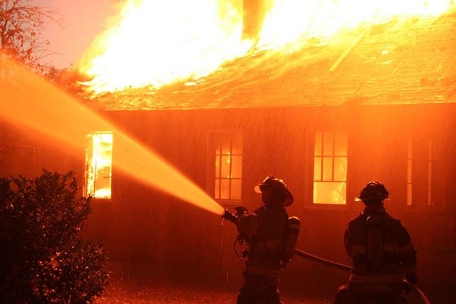 Во Штип опожарен кат од куќа