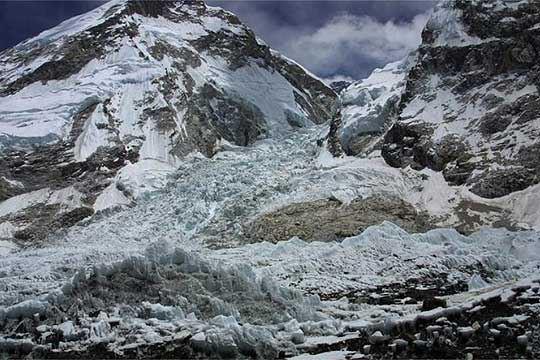 Земјотрес во близина на планинскиот врв Еверест