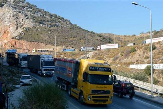Протест на камионциите на Лезбос поради проблеми со мигрантите