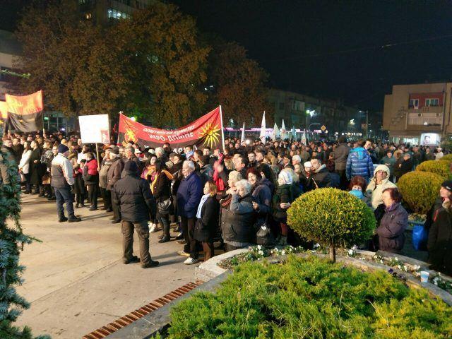 Груевски: Од една страна е Заев со кланот и со криминално разузнавачките структури, од другата страна е Македонија!