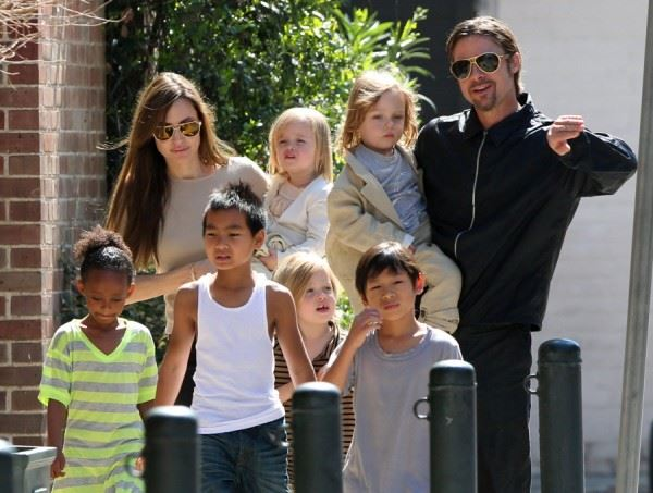 Анџелина Џоли го задржа правото за целосно старателство над децата