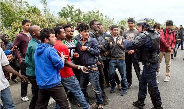 calais-migrant-crisis-614031
