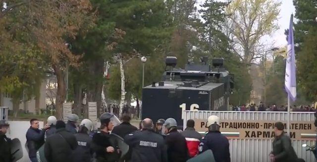 Мигрантите се судрија со полицијата во Бугарија (ВИДЕО)