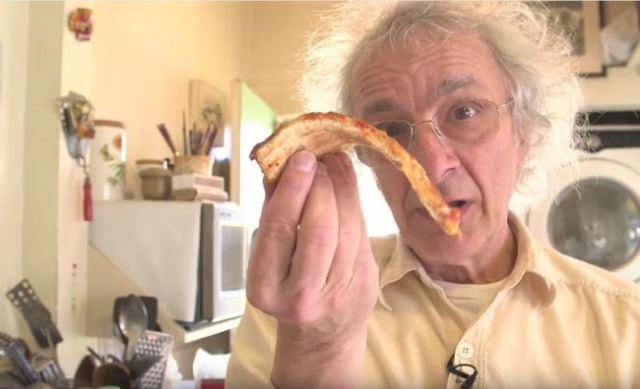 Единствениот правилен начин за јадење пица (ВИДЕО)