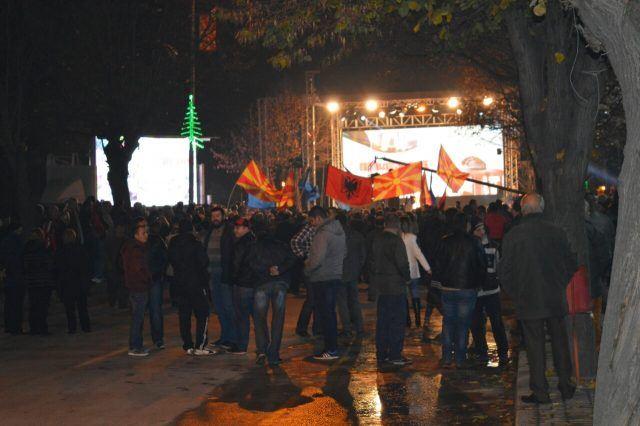 ФОТО: Албанско знаме на митингот на СДСМ во Велес- слаб одзив на велешани