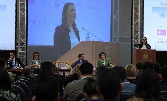 """Арсовска Томовска се обрати на конференцијата """"ИКТ во агробизнисот"""""""