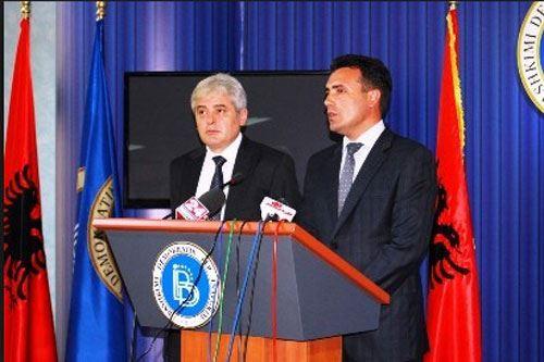 Заев и Ахмети со двојазичноста во трка за албанските гласачи