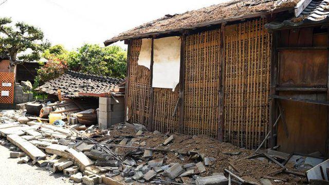 Јапонски експерти: Можни се нови силни земјотреси!