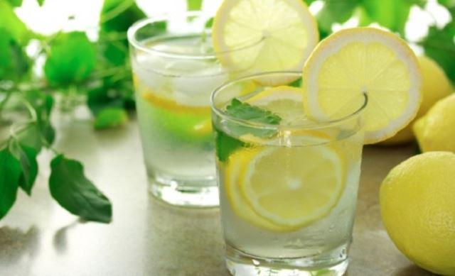 01-lemon-water-650x396