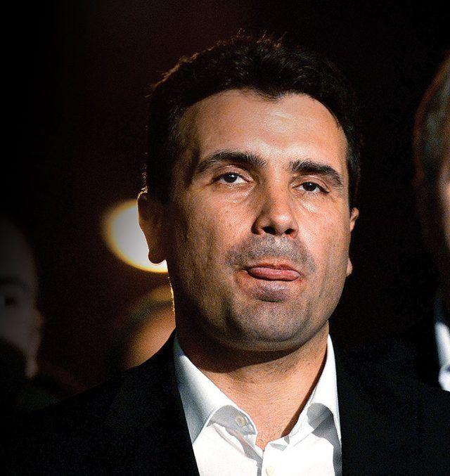 """""""Република"""": Македонците сфатија дека се евтино измамени од Заев"""