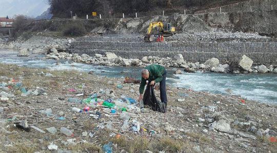 Голема акција на ЕЛЕМ за чистење на отпадот од Дебарско Езеро