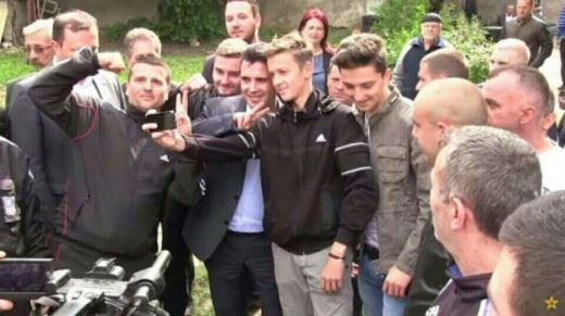 zaev-selfi-divo-naselje