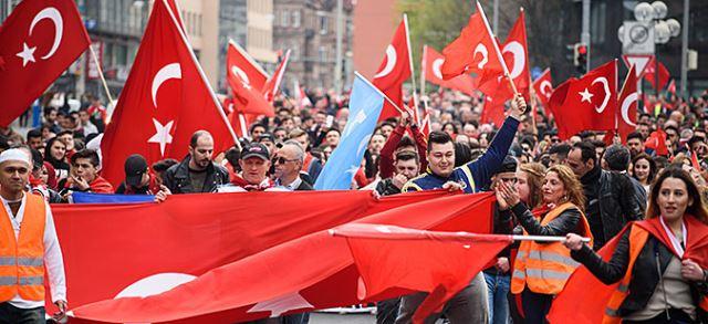 Турците во Ротердам добија дозвола за протест против холандската полиција