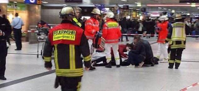 Маж со секира повреди седум луѓе во Дизелдорф