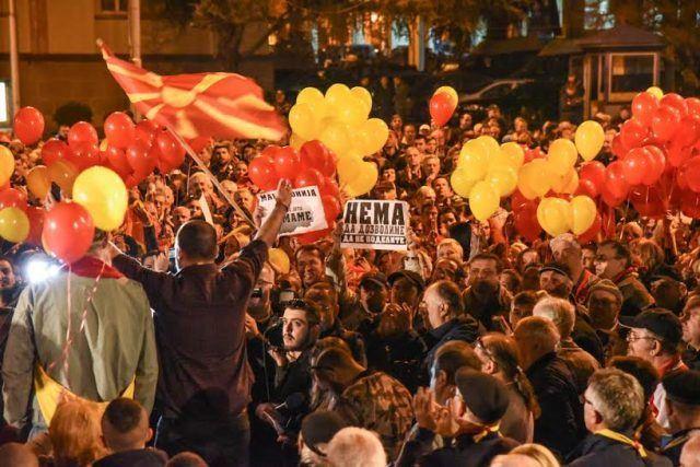 """АНКЕТА: Над 80% од граѓаните се против двојазичност на цела територија на Македонија, голема поддршка за """"3а заедничка Македонија"""""""