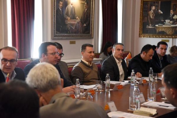 Груевски со амбасадорите:  Низа предизборни прекршувања