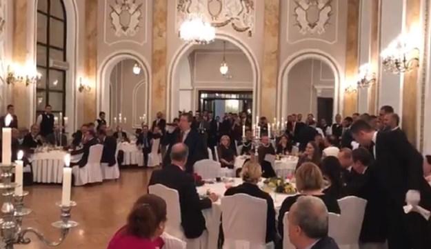 Дачиќ му пееше на Ердоган на турски