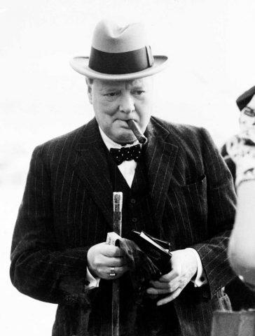 Испушената дополу цигара на Черчил продадена за 12.000 долари