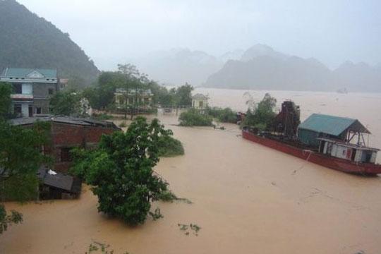 Поплави и свлечишта во Виетнам, 54 жртви