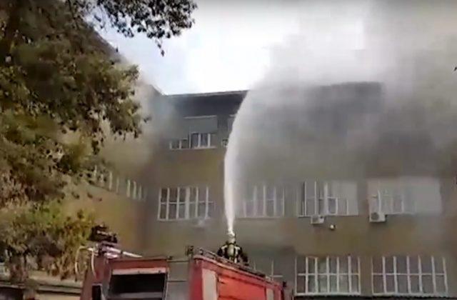 ВИДЕО: Гoри скопскиот градежен факултет