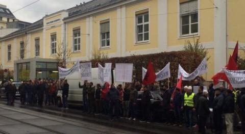 """Протест на Албанците во Виена за случајот """"Диво насеље"""""""