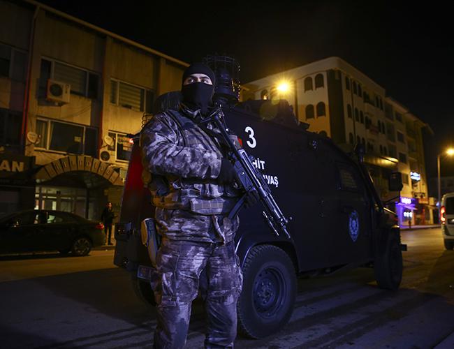Турција продолжува со масовни апсења на припадници на ИД